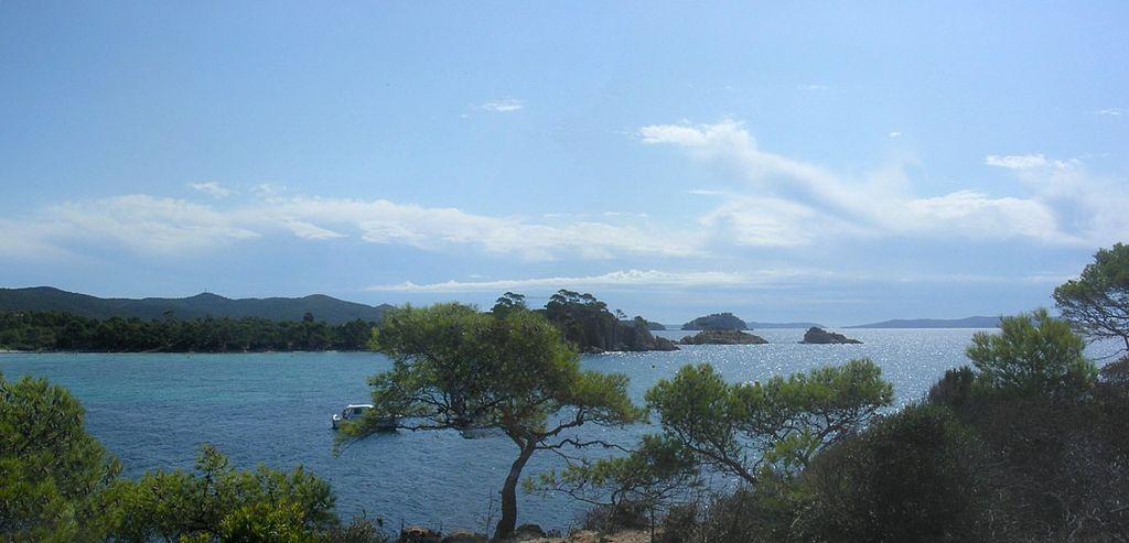 Les plus belles plages du var : Estagnol(source wikipedia)